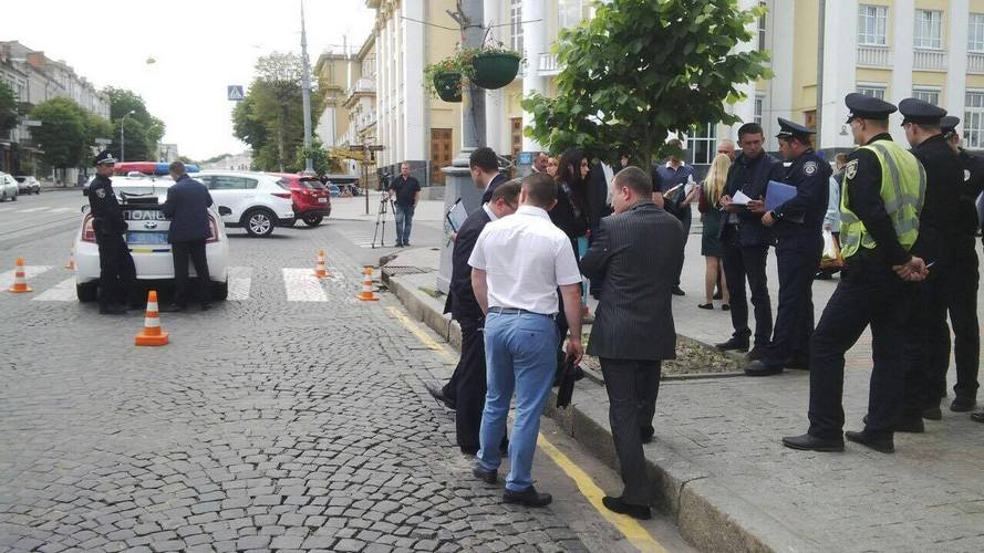"""На """"зебрі"""" біля Вінницької ОДА патрульні збили людину - фото 3"""