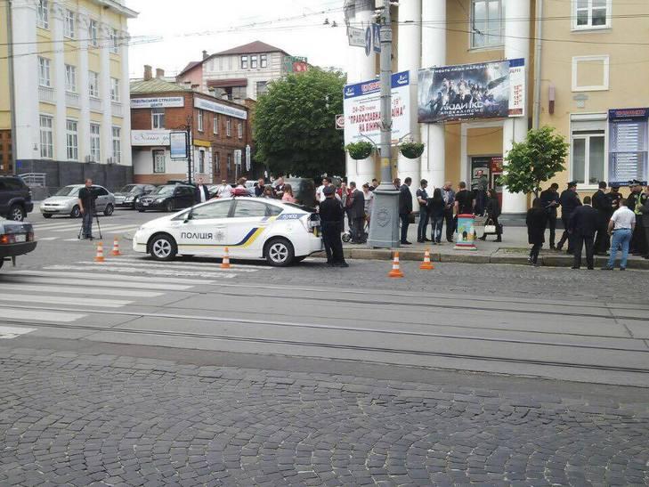 """На """"зебрі"""" біля Вінницької ОДА патрульні збили людину - фото 2"""