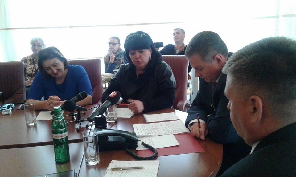 Батьки-противники реорганізації шкіл сіли за стіл перемовин з Моруновим - фото 2