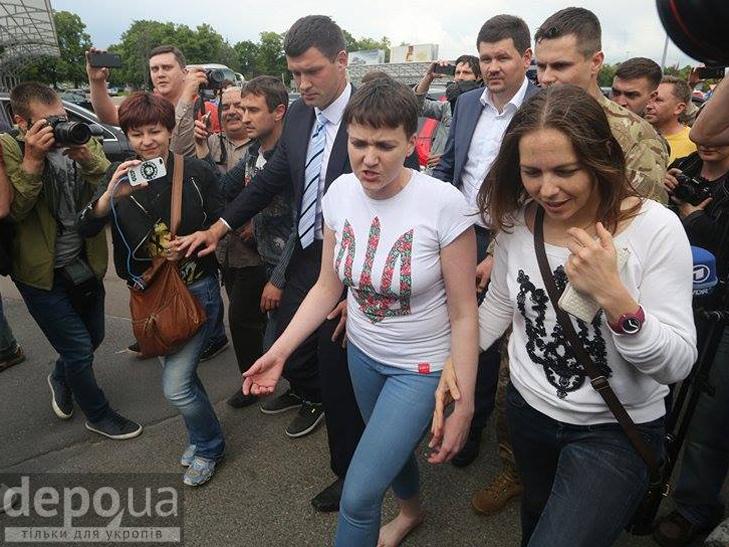Перші кроки Надії Савченко на рідній землі. ФОТОРЕПОРТАЖ - фото 3