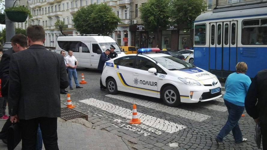 """На """"зебрі"""" біля Вінницької ОДА патрульні збили людину - фото 1"""
