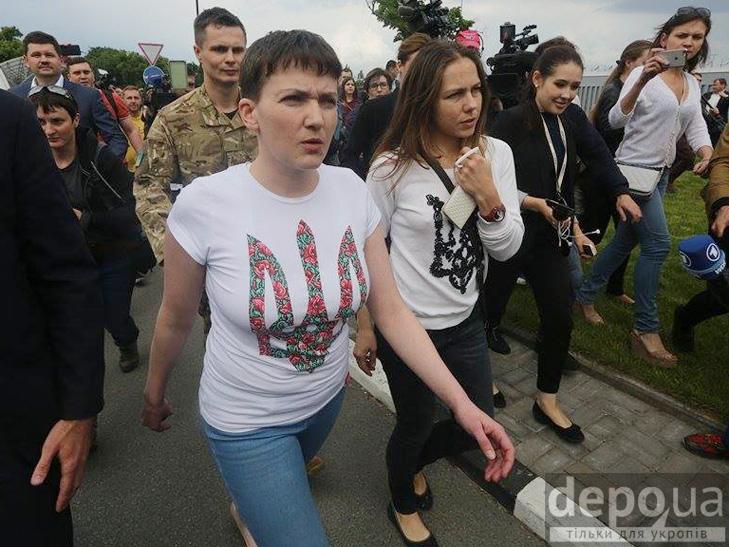 Перші кроки Надії Савченко на рідній землі. ФОТОРЕПОРТАЖ - фото 2
