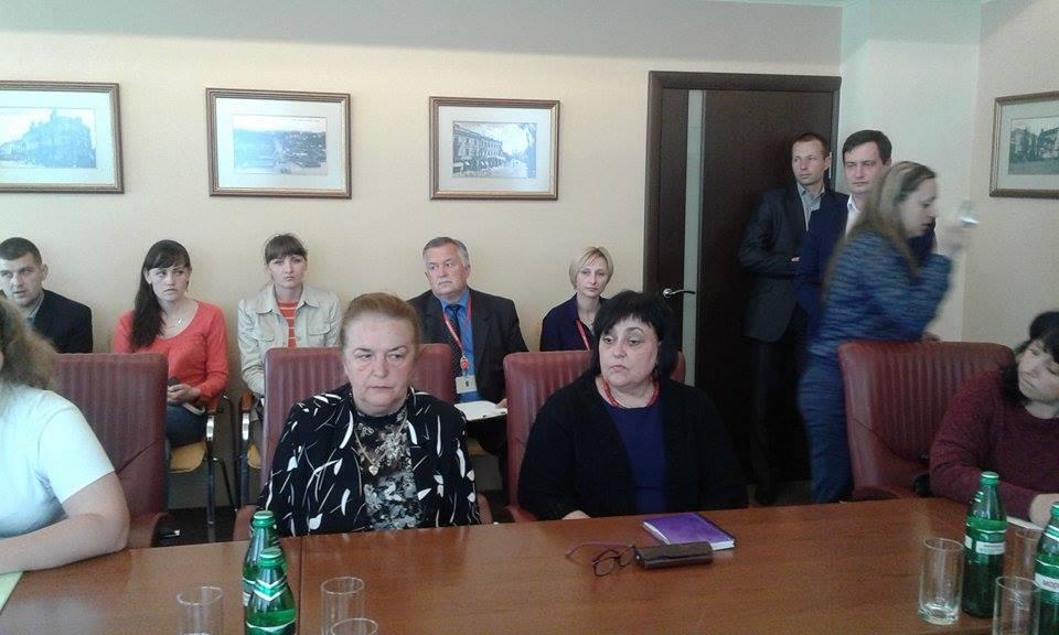 Батьки-противники реорганізації шкіл сіли за стіл перемовин з Моруновим - фото 3