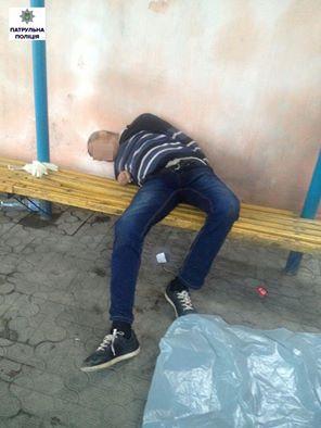 У Миколаєві чоловік так святкував ювілей, що помер на вулиці - фото 1
