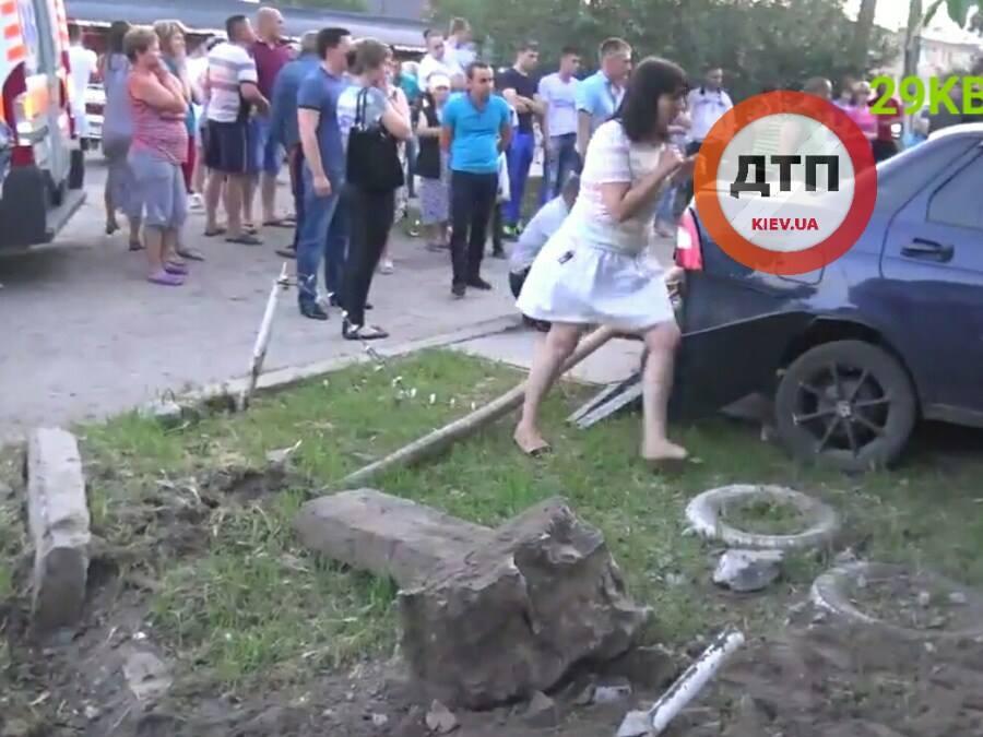 Страшне ДТП на Київщині: водій на швидкості 14 км\г збив дітей (ФОТО 18+) - фото 3