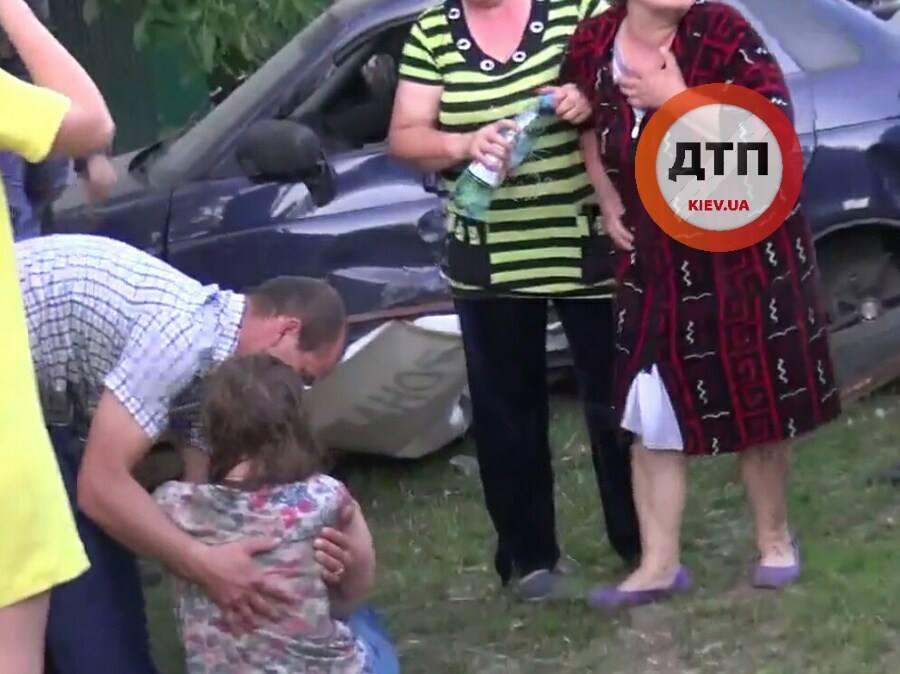 Страшне ДТП на Київщині: водій на швидкості 14 км\г збив дітей (ФОТО 18+) - фото 2