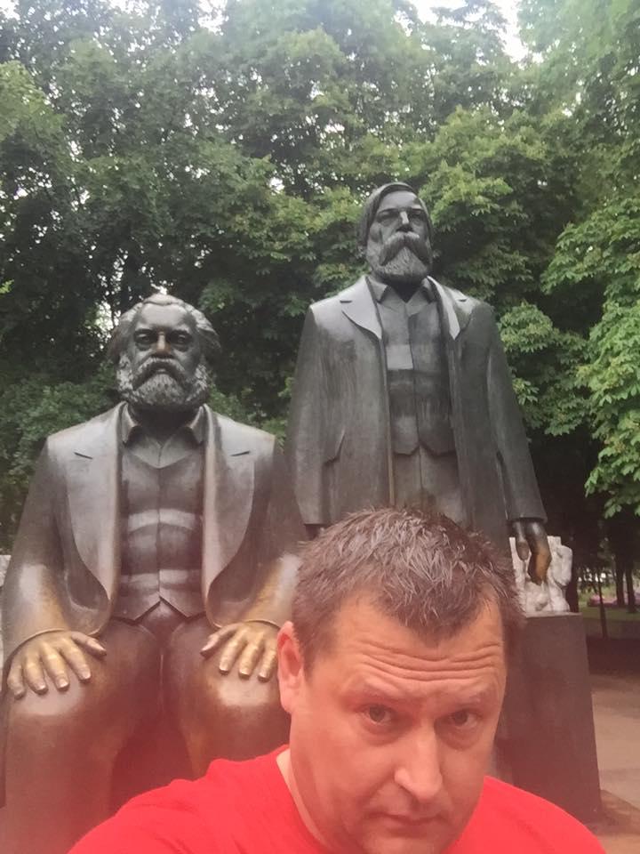 Філатов порадував демонічним марксистським селфі - фото 1