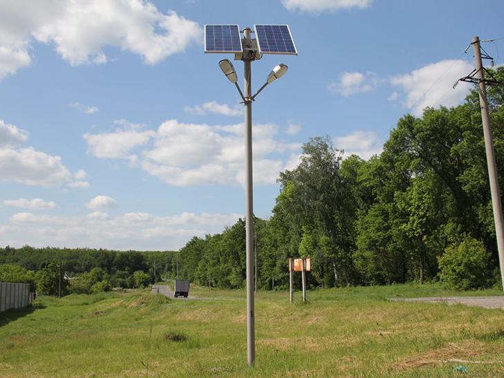 Села поблизу Сум встановлюють вуличні ліхтарі на сонячних батареях - фото 1