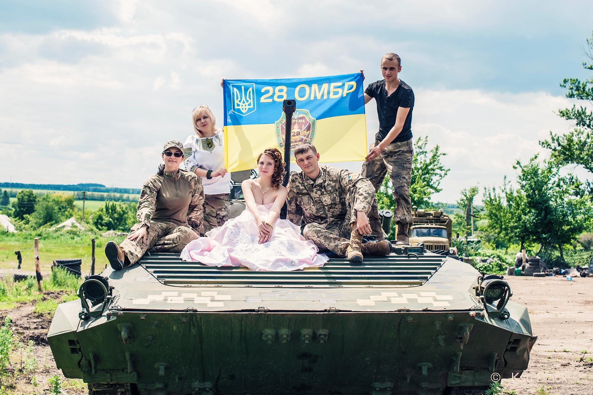 На передовій одружилися військовий і волонтер - фото 5