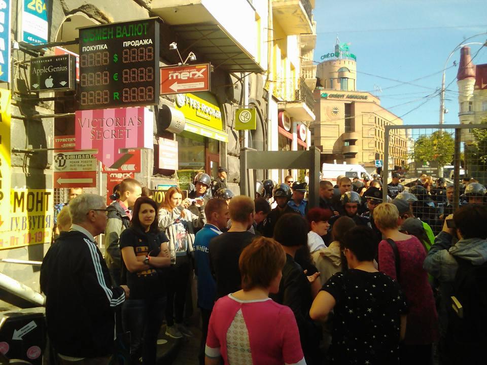 У Києві збираються учасники маршу рівності: всіх пропускають через рамки (ФОТО, ВІДЕО)) - фото 1