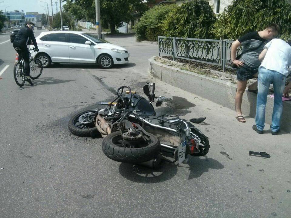 У Харкові водій авто покалічив мотоцикліста  - фото 1
