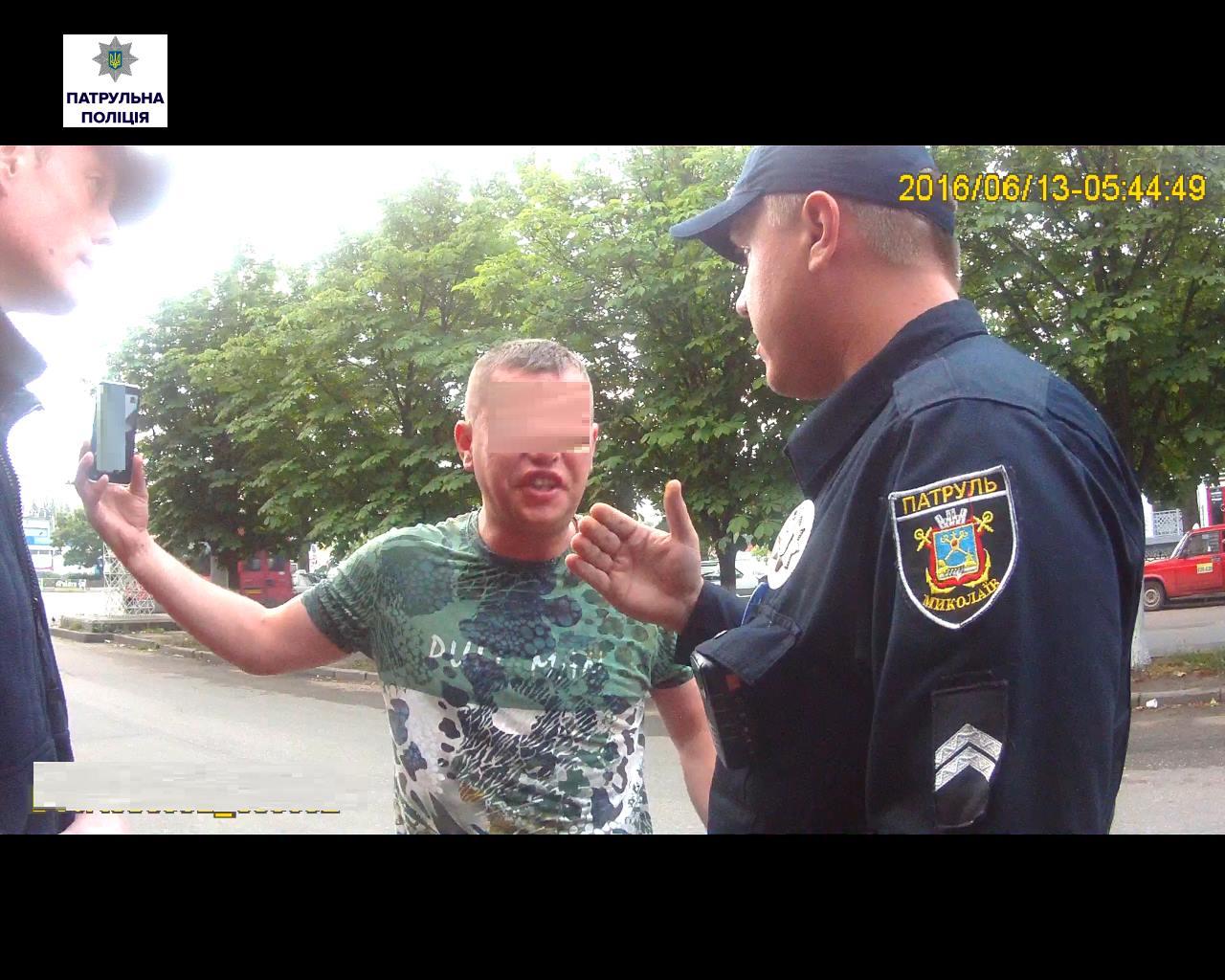 У Миколаєві п'яна компанія побила патрульного