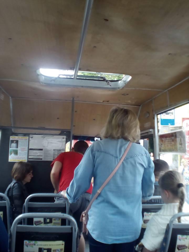 """У миколаївських маршрутках після дощів """"роздуло"""" стелі"""