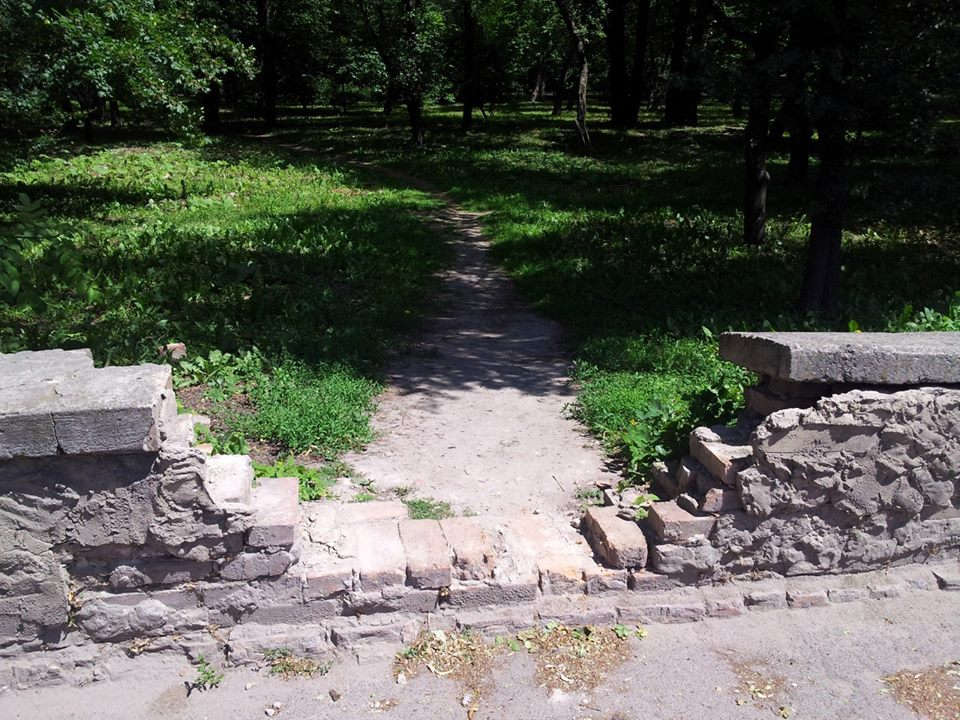 """Паркан розбрату, - або Чи стане скандальна """"стіна Рекути"""" місцем для селфі-паломництва - фото 4"""