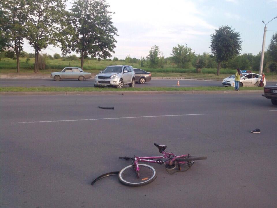 На Салтівці джип переїхав дівчинку на велосипеді - фото 1