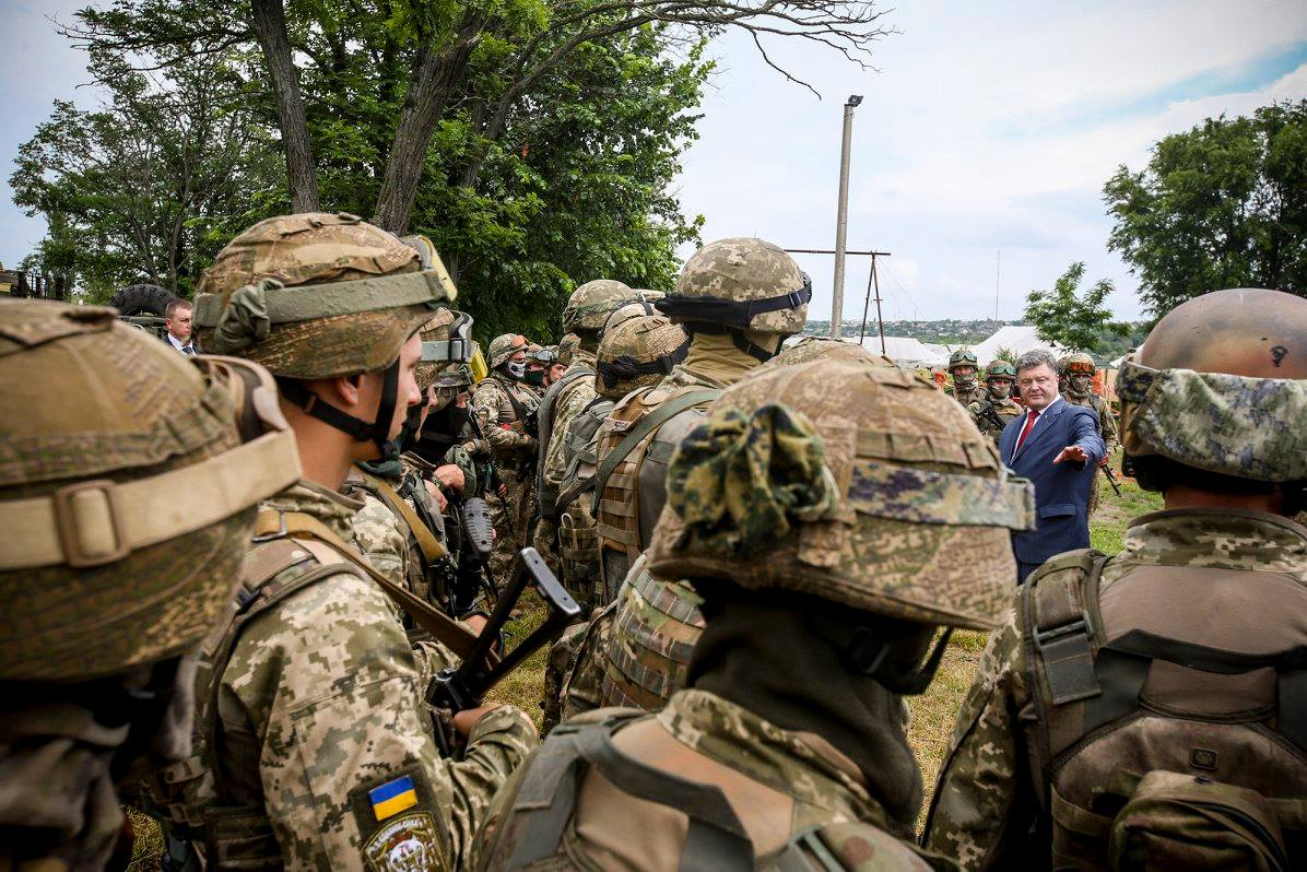 Порошенко перевірив побут миколаївської 79 бригади