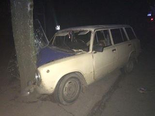 """У Харкові """"ВАЗ"""" влетів у дерево: постраждали три жінки - фото 2"""