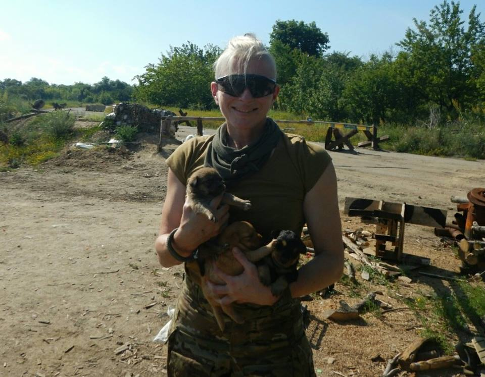 Чим займаються на Донбасі найкращі друзі бійців АТО-5 - фото 1