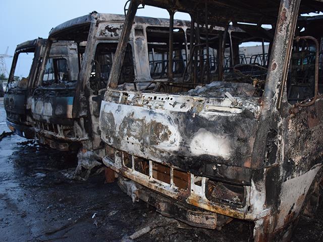 """У Миколаєві на стоянці """"Еталону"""" згоріло сім автобусів - фото 4"""