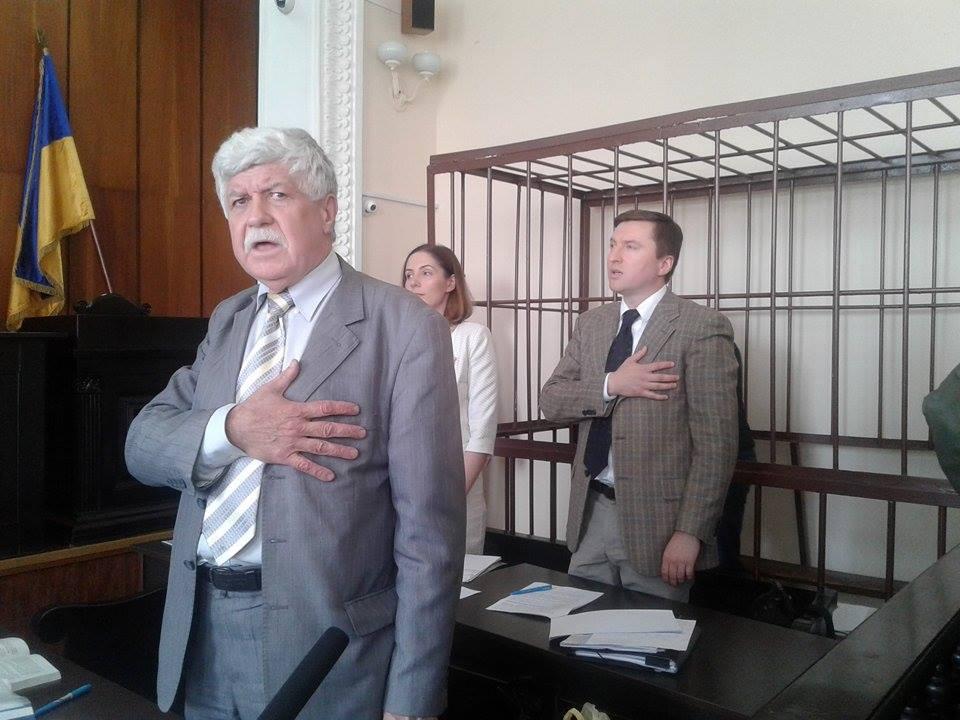 У Вінниці оскаржують вирок активісту, який порвав портрет Порошенка - фото 3
