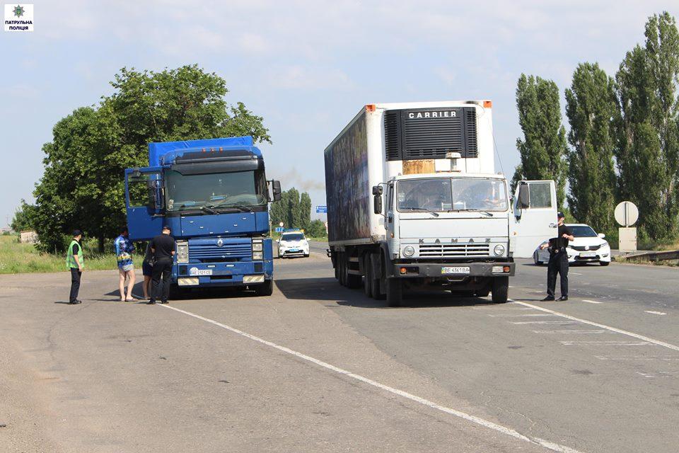"""У Миколаєві водії фур скаражаться на """"вбиту"""" об'їзну дорогу"""