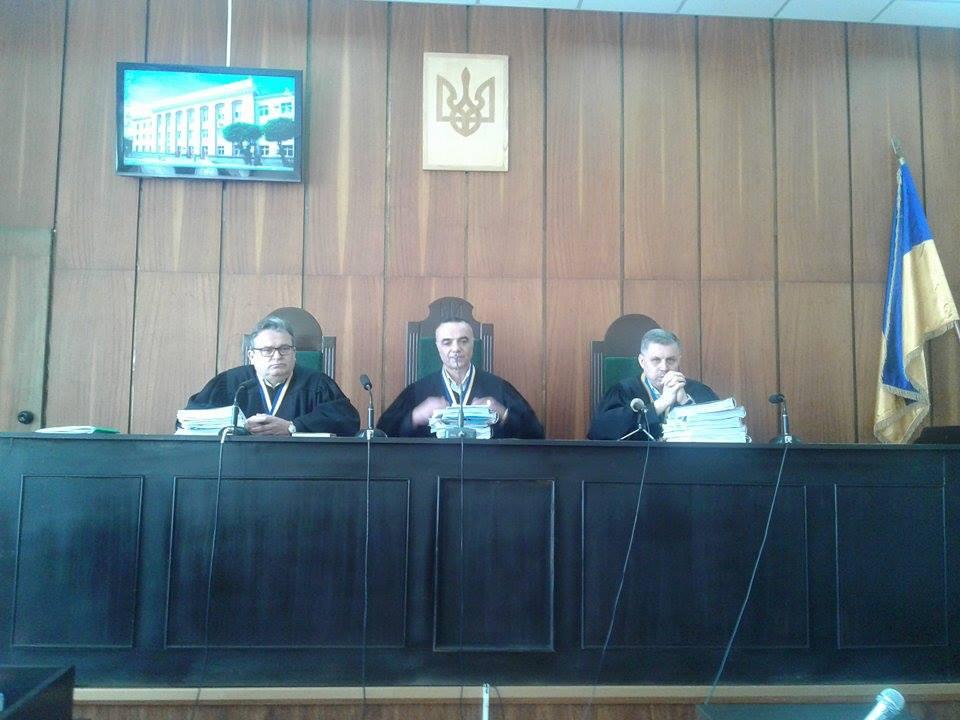 У Вінниці оскаржують вирок активісту, який порвав портрет Порошенка - фото 2
