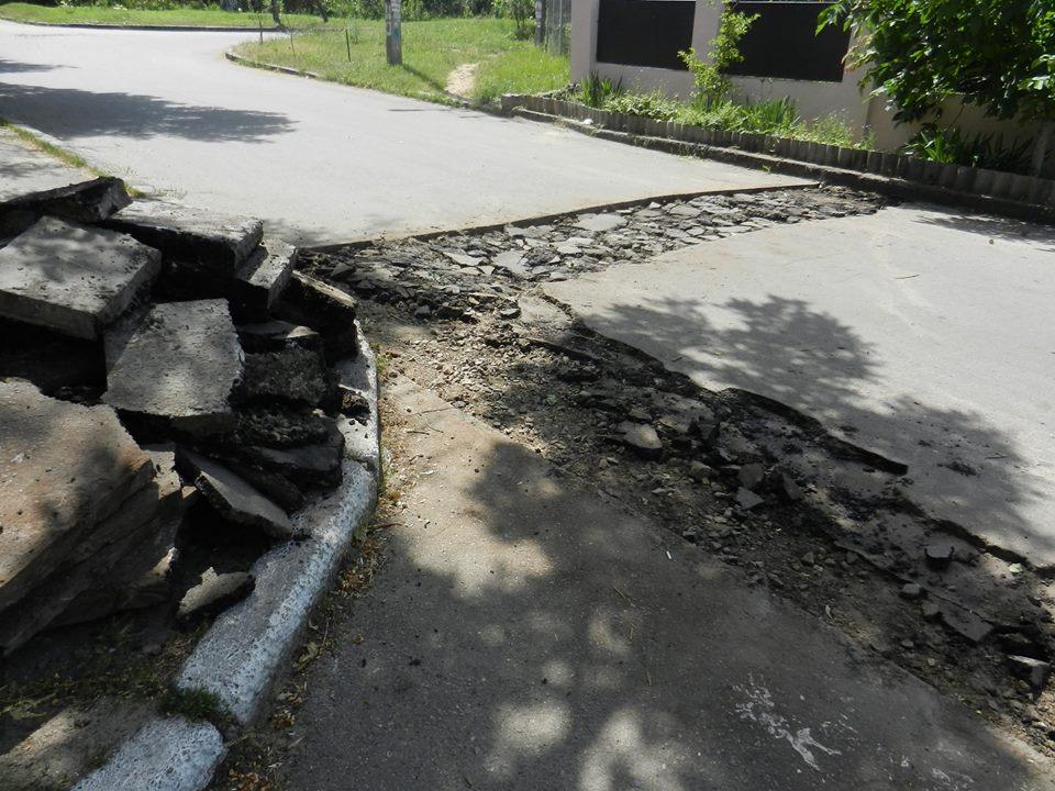 """Київська фірма """"відремонтувала"""" дороги в Миколаєві брудом"""