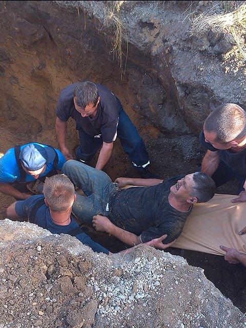 На Миколаївщині двох чоловіків засипало землею в каналізаційній мережі - фото 4