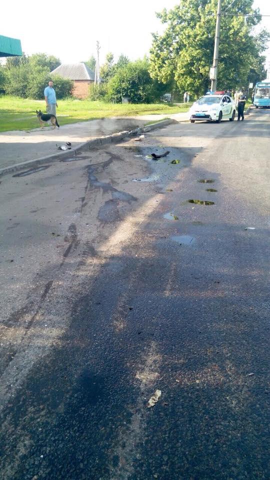 У Харкові після зіткнення з автобусом спалахнув легковик  - фото 1