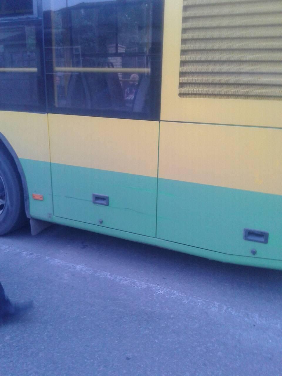 """Вінничанка на """"Жигулях"""" подряпаля муніципальний автобс - фото 1"""