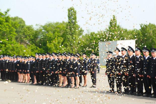 У Харкові випустилися 150 курсантів університету внутрішніх справ - фото 3