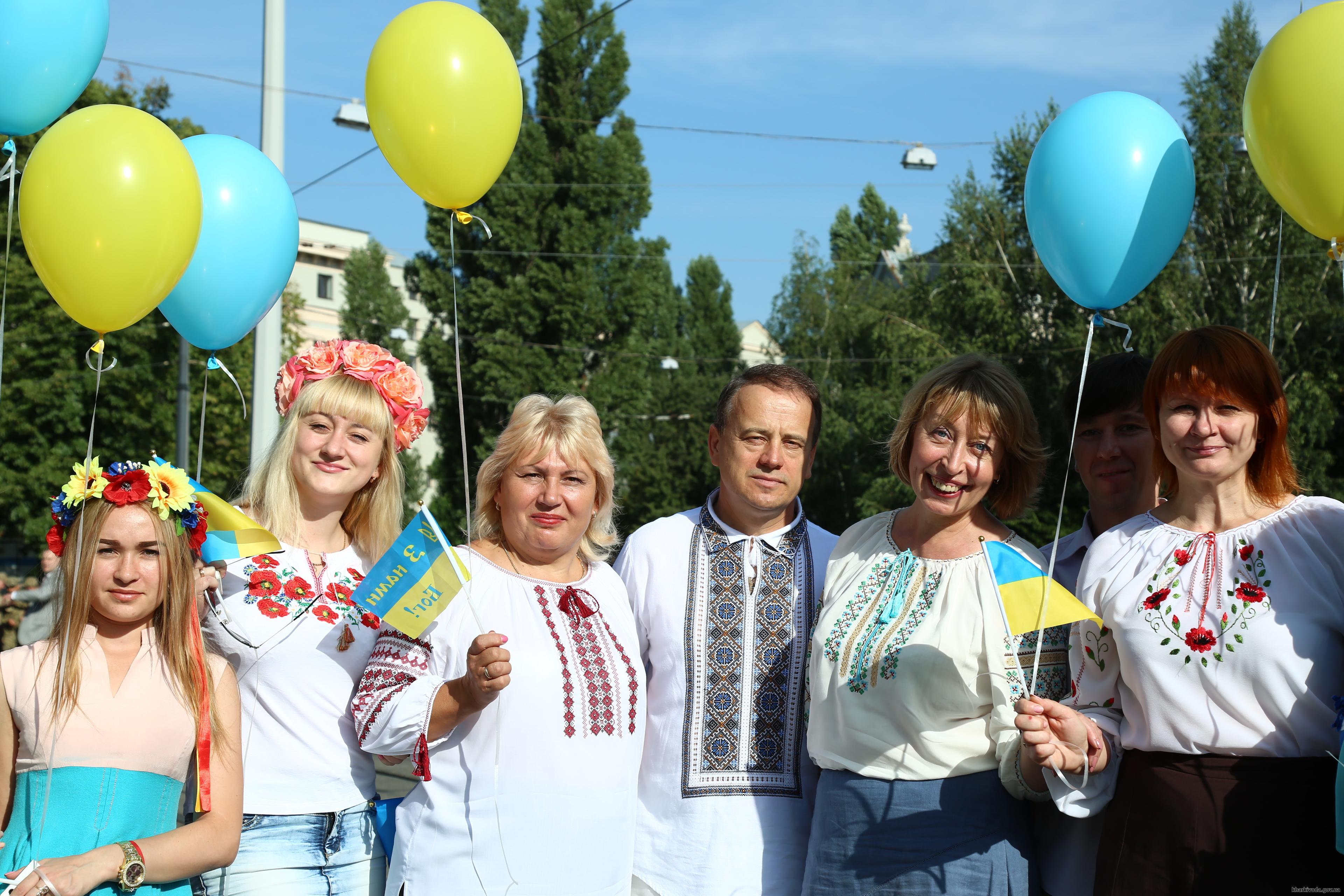 На найвищому флагштоці Харкова підняли прапор України  - фото 3