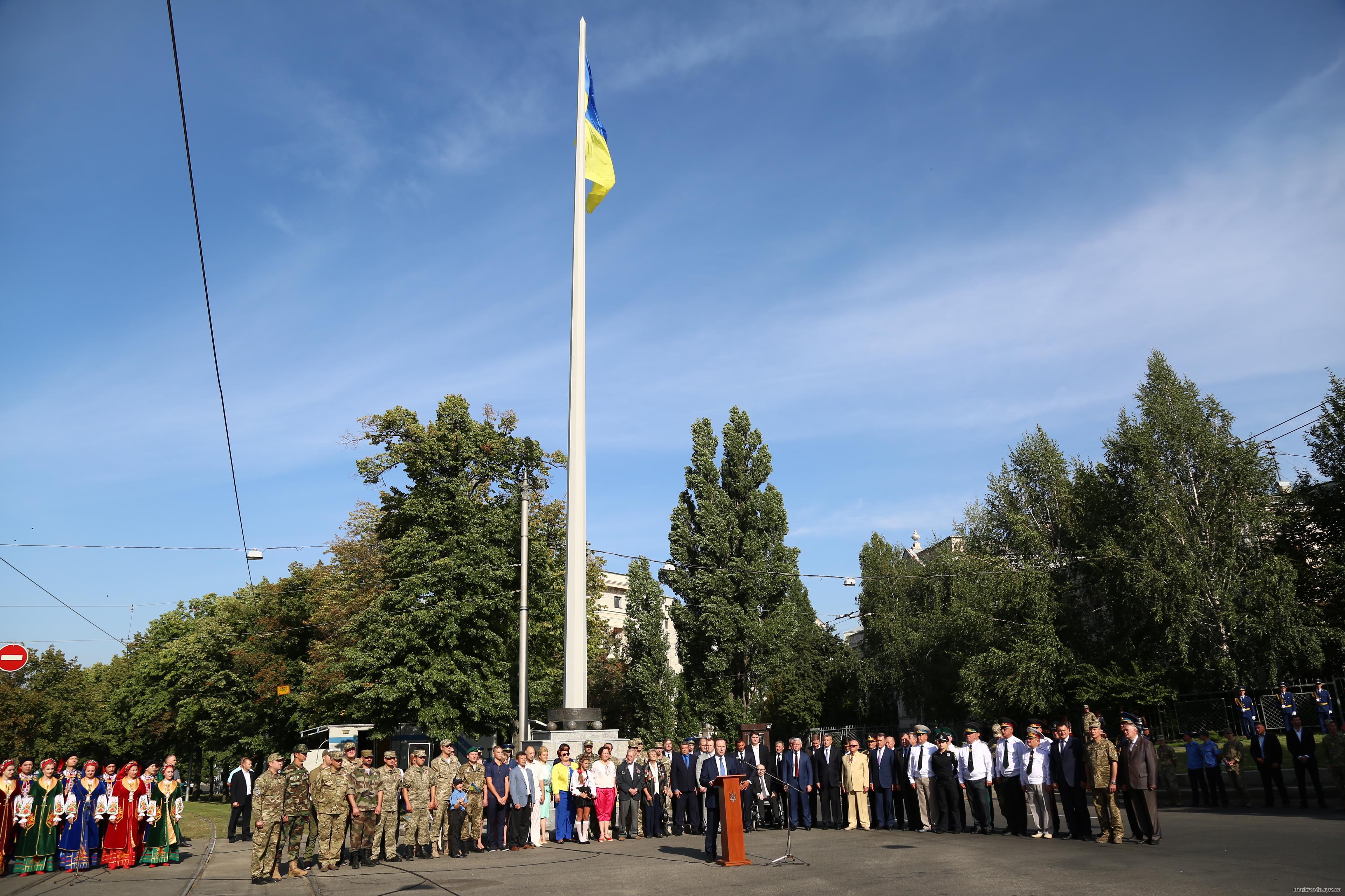 На найвищому флагштоці Харкова підняли прапор України  - фото 2