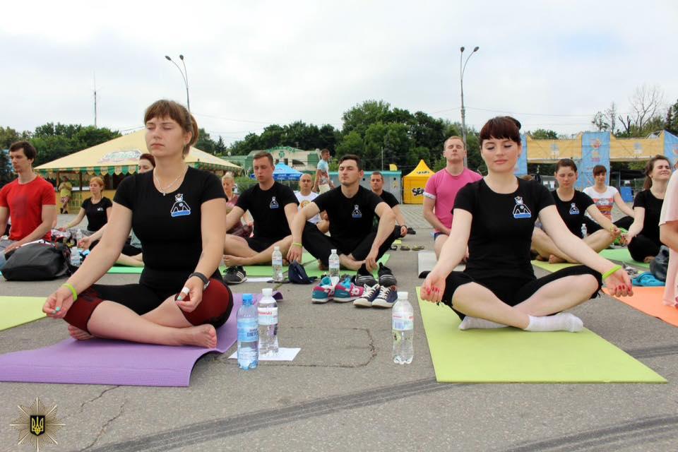 Харківські копи привітали Сонце  - фото 2