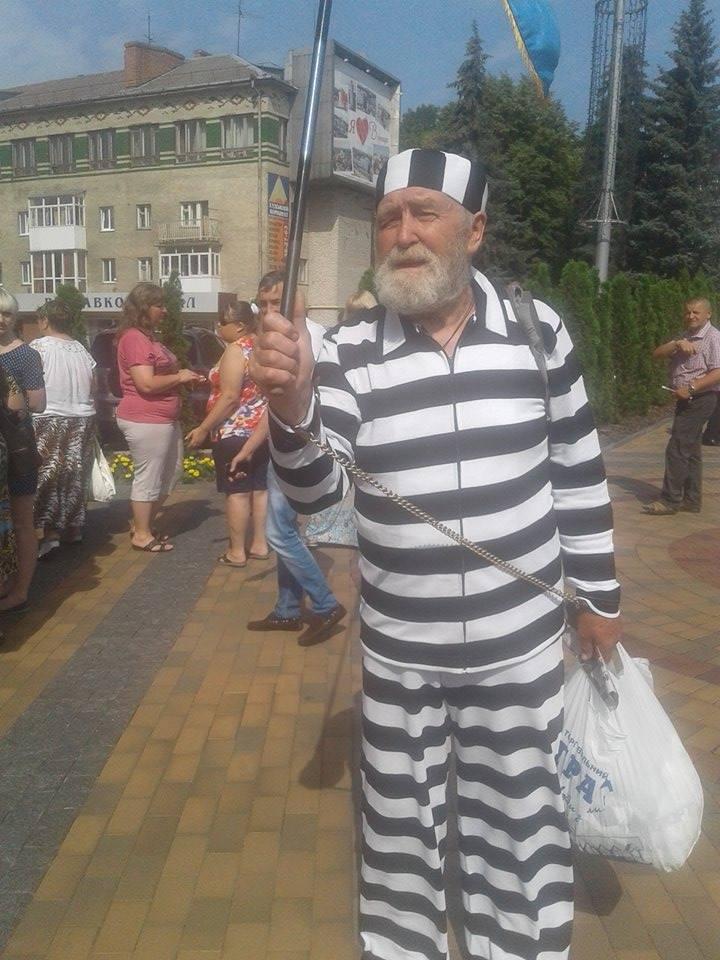 Під Вінницькою міськрадою зібралось одразу кілька мітингів - фото 6