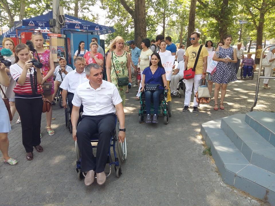 Мера Миколаєва посадили в інвалідний візок - фото 2