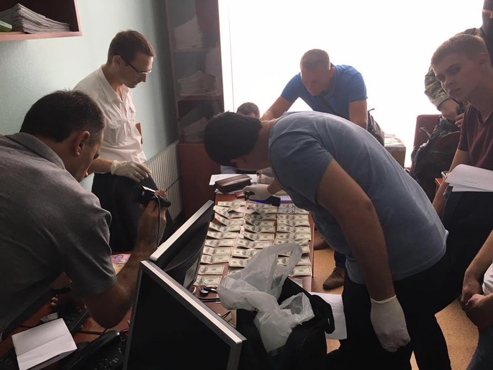 Посадовців Кернеса затримали за хабарництво - фото 2
