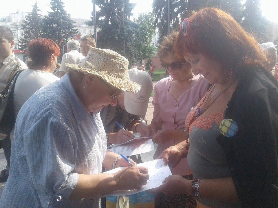 Під Вінницькою міськрадою зібралось одразу кілька мітингів - фото 4