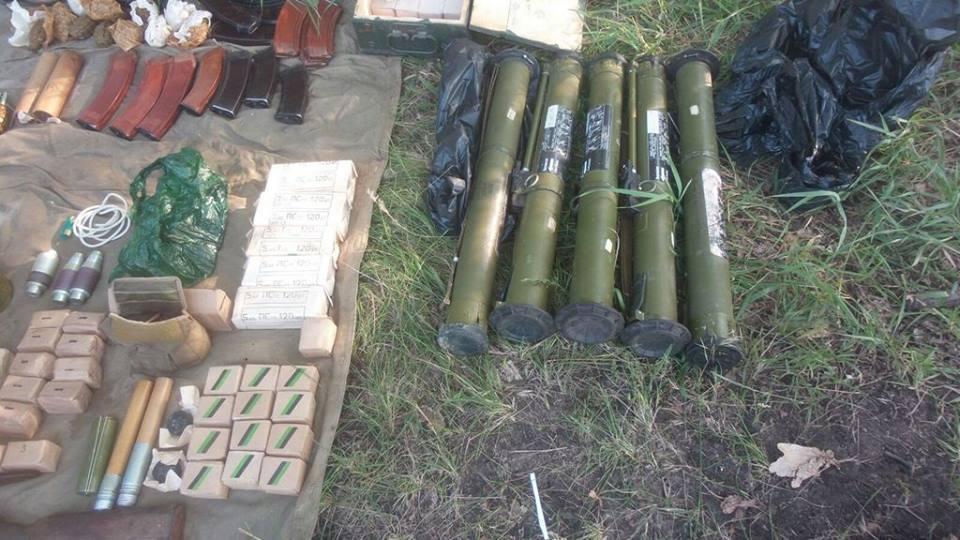 Потужний арсенал боєприпасів, який знайшли на Харківщині, ввезли з Росії для здійснення терактів, - СБУ - фото 3