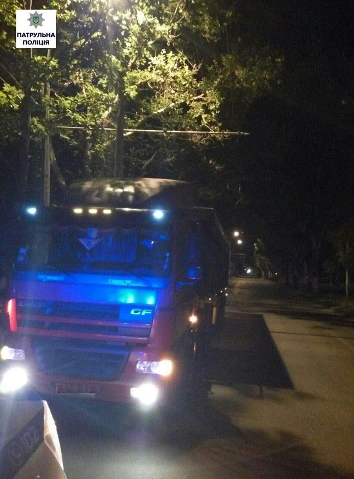 """У Миколаєві ще 11 водіїв фур """"заробили"""" штрафи"""