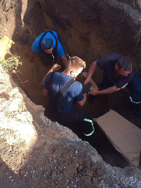 На Миколаївщині двох чоловіків засипало землею в каналізаційній мережі - фото 2