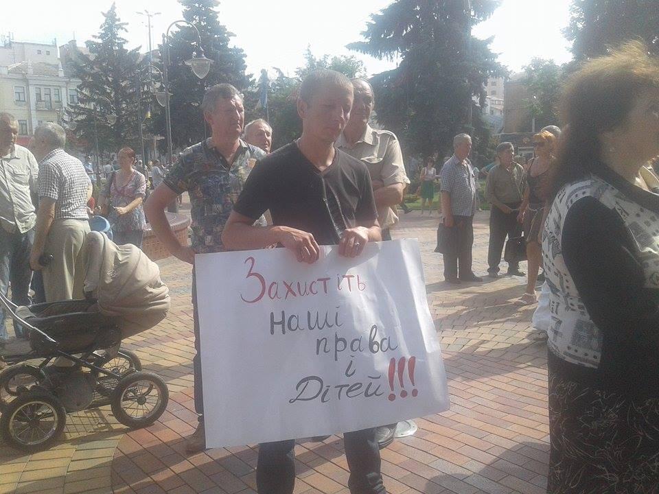 Під Вінницькою міськрадою зібралось одразу кілька мітингів - фото 2