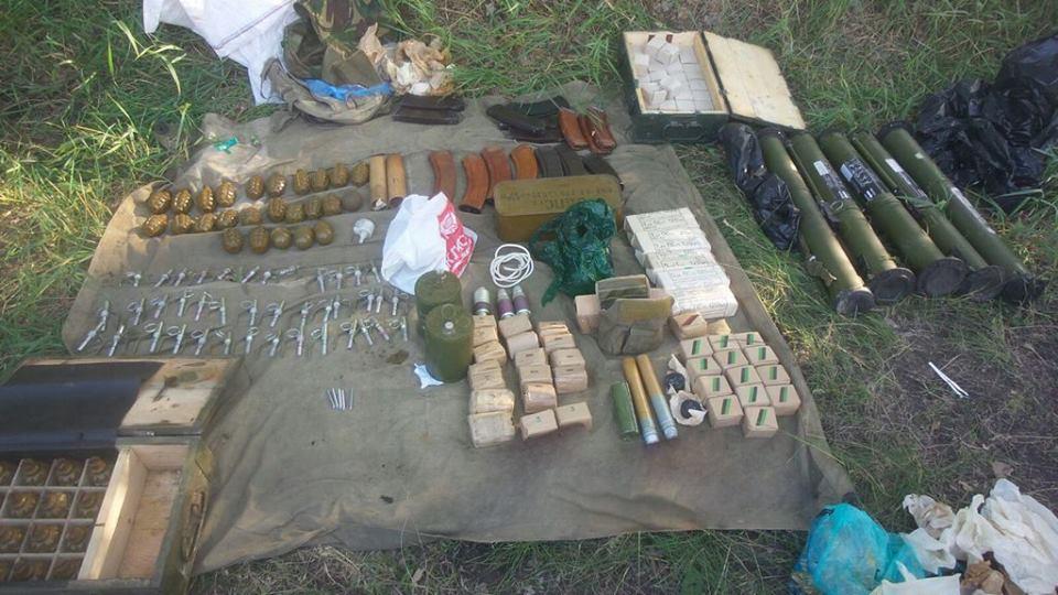 Потужний арсенал боєприпасів, який знайшли на Харківщині, ввезли з Росії для здійснення терактів, - СБУ - фото 2