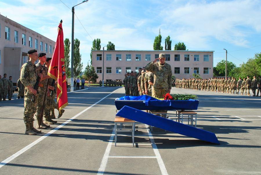 У Миколаєві попрощались з 23-річним військовим, що загинув під Маріуполем - фото 2