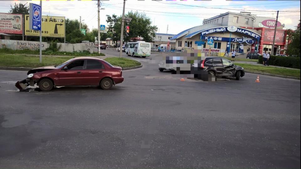 """На Салтівці водій хотів """"проскочити на червоний"""": постраждала дівчина  - фото 3"""