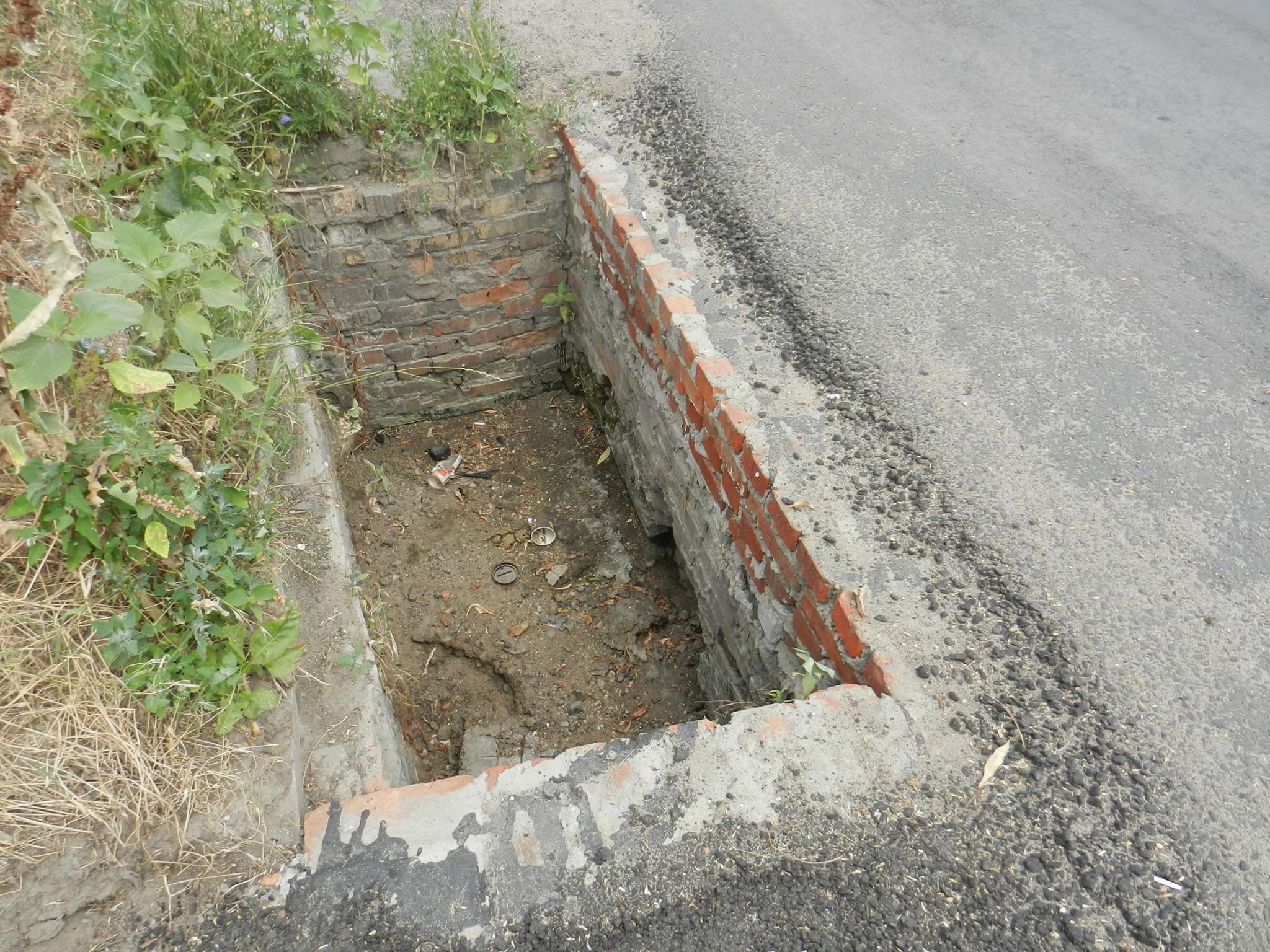 У Миколаєві зливову каналізацію забивають сміттям