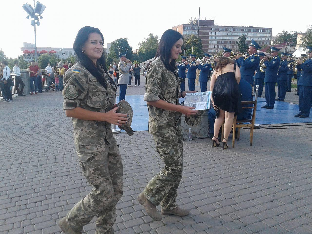 """У Вінниці вербували у військо прямо біля фонтану """"Рошен"""" - фото 6"""