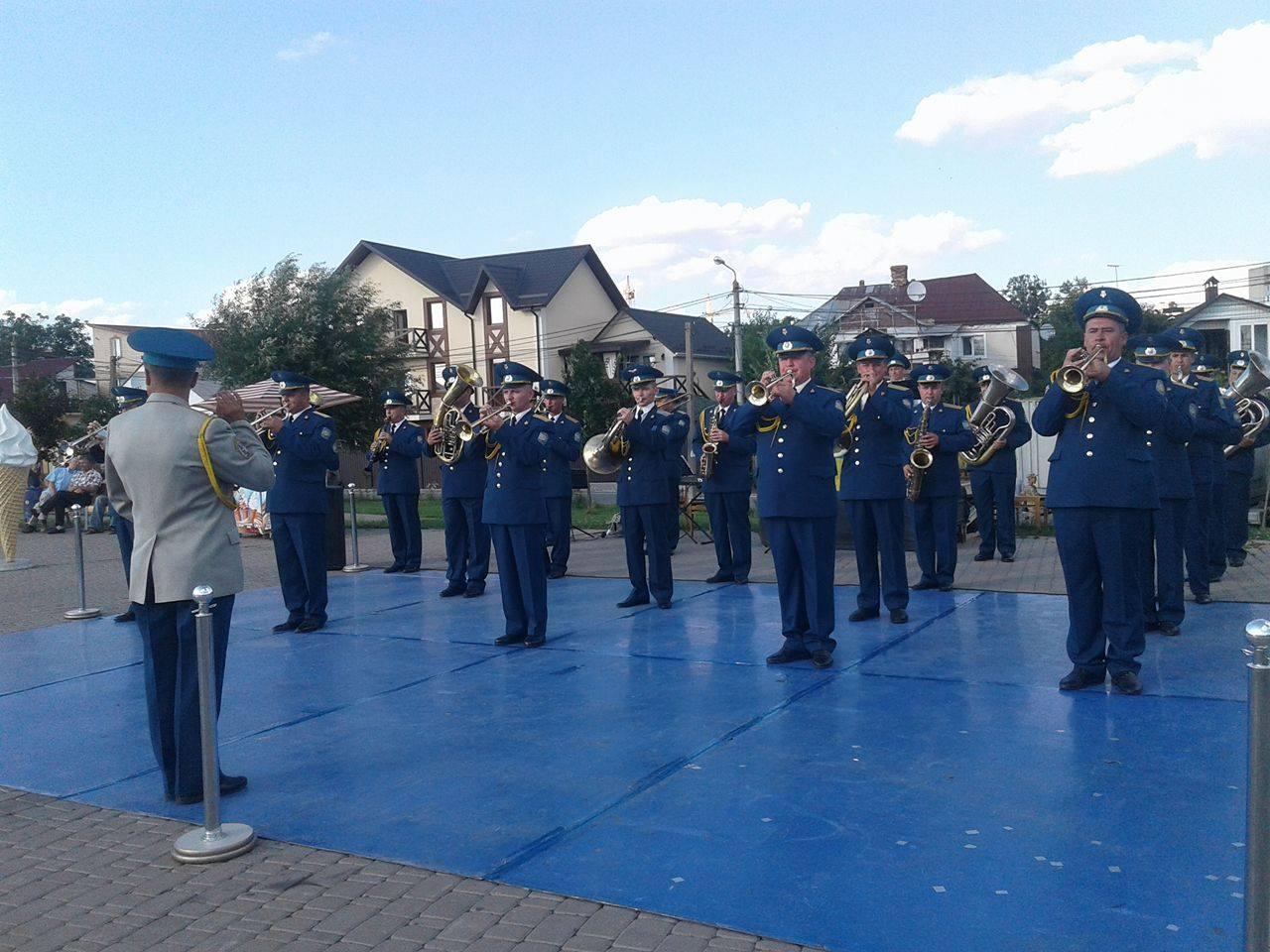 """У Вінниці вербували у військо прямо біля фонтану """"Рошен"""" - фото 7"""