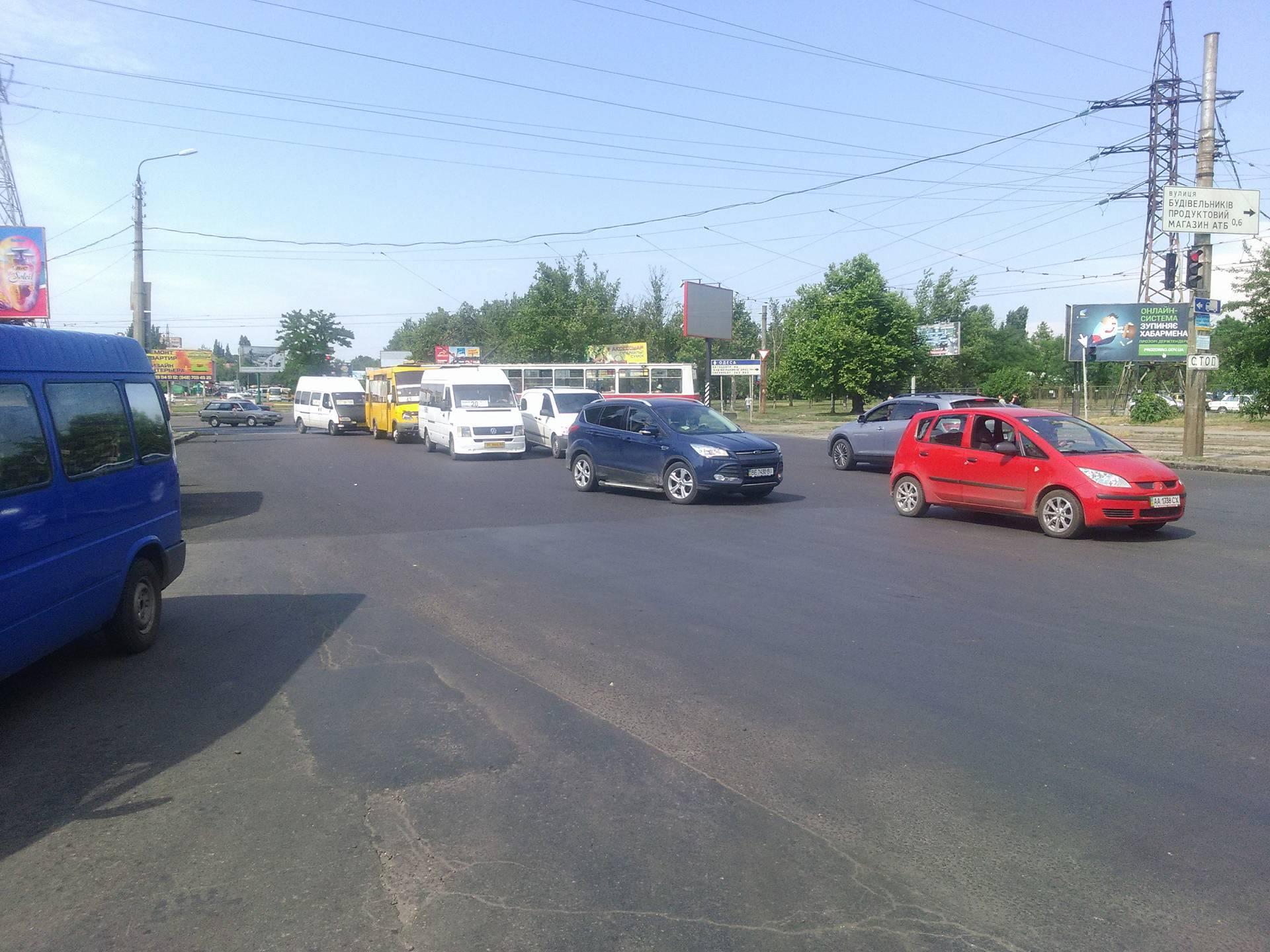 """У Миколаєві через ДТП із """"КамАЗом"""" розтягнувся затор"""