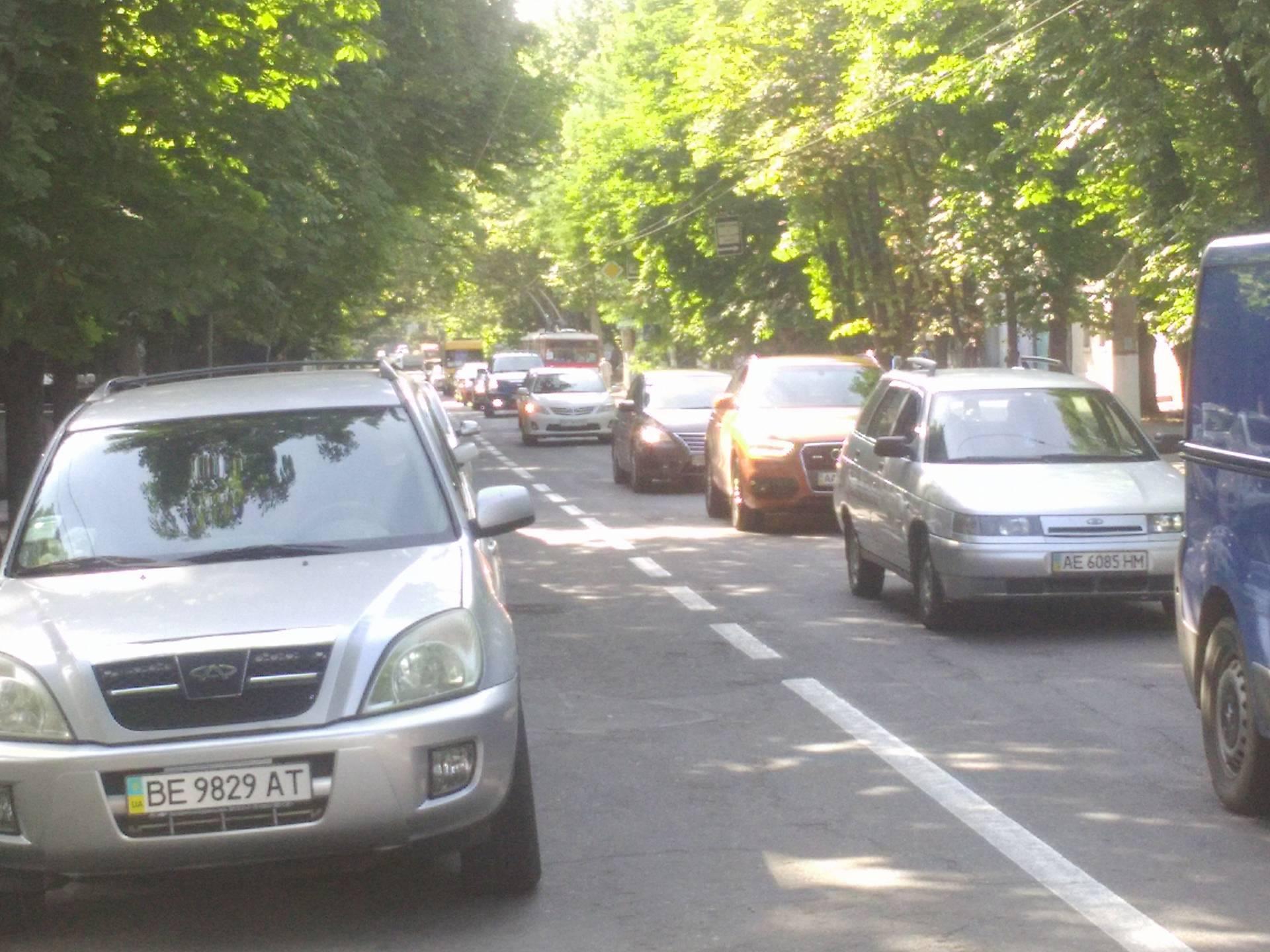 У центрі Миколаєва київський Volkswagen влетів в тролейбус